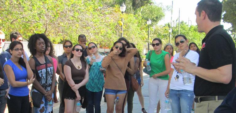 Ralph de la Portilla leading classmates on a tour of Miami